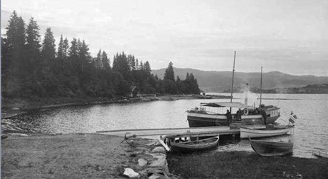 Putten, ved Haverneset, med rutebåten Telegrafen i 1907.